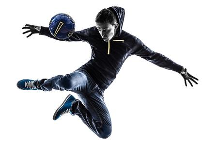 een blanke jongeman soccer freestyler speler in silhouet op een witte achtergrond