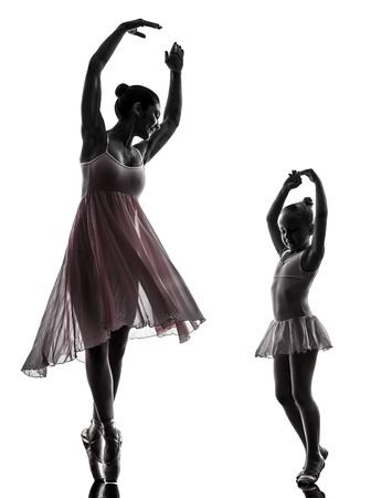 enfants dansant: femme et fille petite ballerine ballet danseur en silhouette sur fond blanc