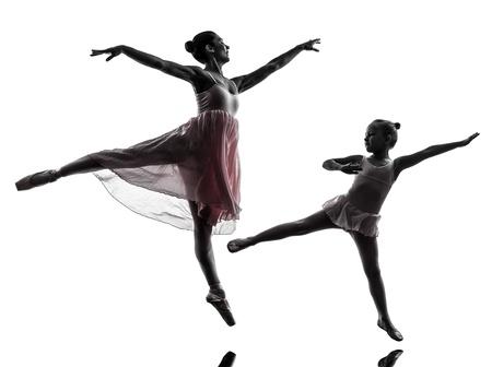 ballet ni�as: Mujer y ni�a bailarina ballet danza bailarina en la silueta en el fondo blanco