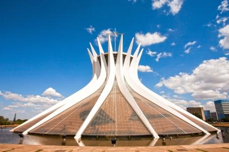Cathedral Metropolitana Nossa Senhora Aparecida De Metropolitan kathedraal van Brasilia stad hoofdstad van Brazilië UNESCO World Heritage site is een uitdrukking van de gemoedelijkheid van de architect Oscar Niemeyer Redactioneel