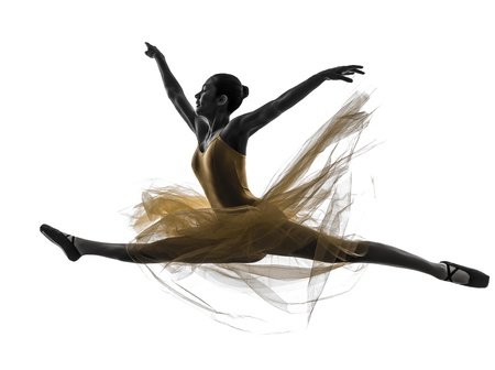 silueta bailarina: una mujer, bailarina de ballet, bailarín, bailando en la silueta en el fondo blanco Foto de archivo