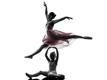 silueta bailarina: Mujer y niña bailarina ballet danza bailarina en la silueta en el fondo blanco