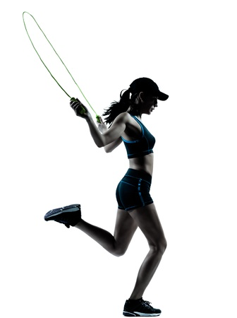een blanke vrouw loper jogger touwtje springen in silhouet studio geà ¯ soleerd op witte achtergrond Stockfoto