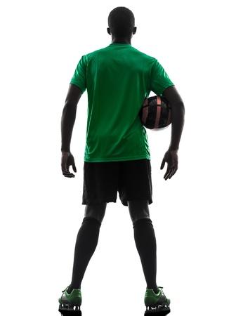 흰색 배경에 실루엣 한 아프리카 남자 축구 선수 녹색 유니폼을 들고 축구