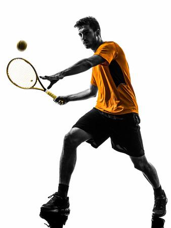 jugando tenis: uno del tenis hombre en silueta sobre fondo blanco Foto de archivo