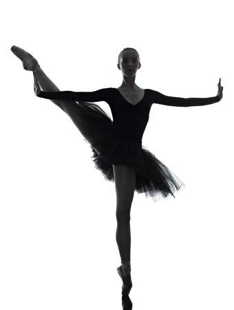 bailarina de ballet: una mujer cauc?sica joven bailarina de ballet bailarina bailando con tut? en el estudio de la silueta sobre el fondo blanco