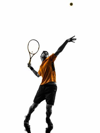 Un hombre jugador de tenis en el servicio servir siluetas en silueta sobre fondo blanco Foto de archivo - 22799772