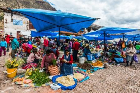 pisaq: Pisac, Peru - July 14, 2013: people in the Pisac Market in the peruvian Andes at Pisac Peru on july 14th, 2013 Editorial