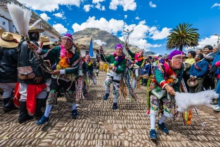 Pisac, 페루 -2011 년 7 월 16 일 : 2013 년 7 월 16 일 페루 페루에서 페루 안데스 산맥에서 Virgen 델 카르멘 퍼레이드 에디토리얼