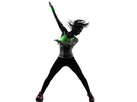 zumba: una mujer cauc�sica que ejercita aptitud del zumba baile en la silueta en el fondo blanco Foto de archivo