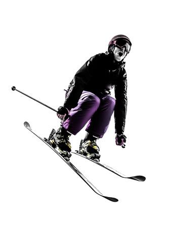 narciarz: jedna kobieta Kaukaski narciarz narciarstwo skoki w sylwetka na białym tle