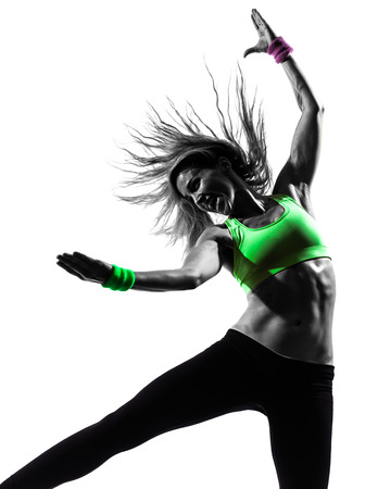 zumba: una mujer cauc�sica zumba fitness ejercicio bailando en silueta sobre fondo blanco Foto de archivo
