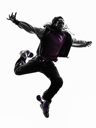 danza africana: uno hip hop acrobático bailarín de la rotura breakdance joven saltando silueta fondo blanco