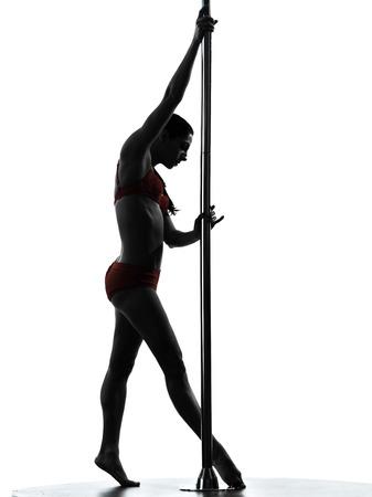 pole dance: uno donna che balla indoeuropea pole dancer in studio, silhouette, isolato su sfondo bianco Archivio Fotografico