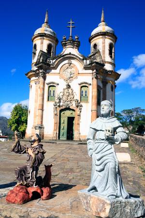 유네스코 세계 문화 유산 도시인 Igreja de Sao Francisco de Assis의 미나스 제 라이스 브라질에있는 오로 프레 토의 유산 도시