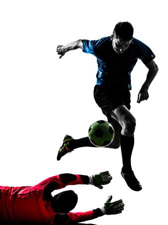 twee blanke voetballer doelman mannen concurrentie in silhouet geà ¯ soleerde witte achtergrond