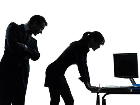 haciendo ejercicio: un hombre de negocios caucásico mujer acoso sexual en pareja silueta estudio aislado sobre fondo blanco