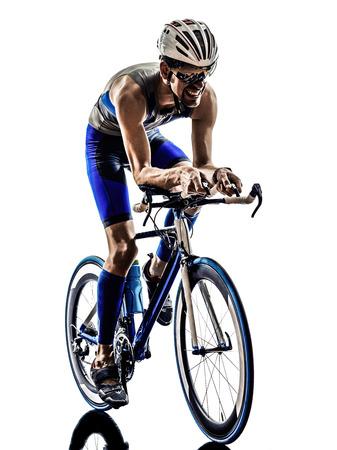 흰색 배경에 실루엣 자전거를 자전거 남자 트라이 애슬론 아이언 맨 선수의 자전거 타는 자전거