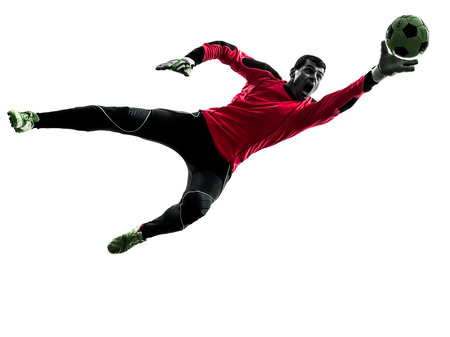 portero: un jugador de fútbol portero hombre la captura de pelota en silueta aislado fondo blanco Foto de archivo