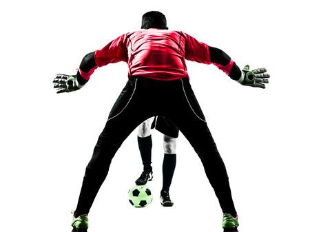 arquero futbol: dos hombres portero jugador de fútbol frente a frente la competencia en blanco aislado silueta