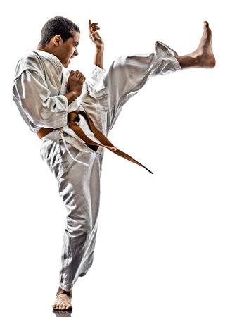 arte marcial: adolescentes de formaci�n kata uno karate kid aisladas sobre fondo blanco