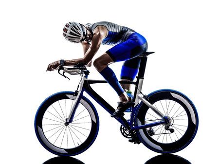 ciclos: hierro triatl�n hombre bicicleta ciclismo ciclista hombre deportista motorista en silueta sobre fondo blanco