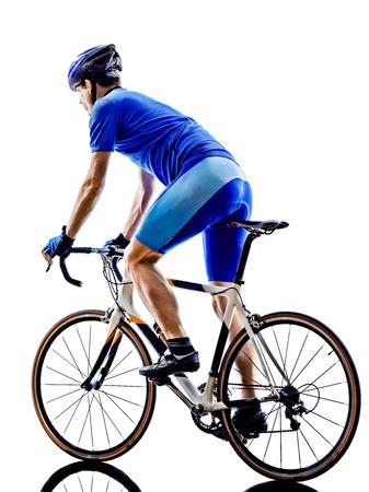 ciclos: un camino ciclista vista posterior de la bicicleta en la silueta en el fondo blanco