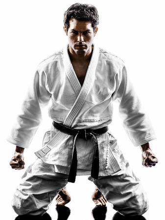 arte marcial: un hombre luchador judoka en silueta sobre fondo blanco