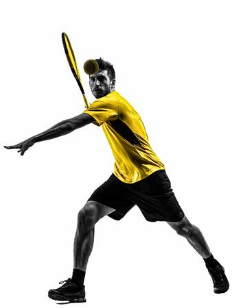 tenis: tenista a un hombre en silueta sobre fondo blanco