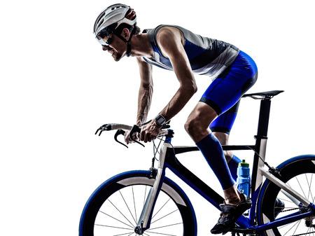silueta ciclista: Iron Man triatlón hombre atleta ciclista ciclista en bicicleta ciclismo en silueta en blanco Foto de archivo