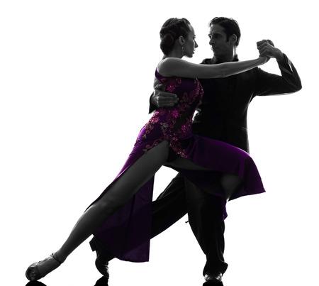 bailarines de salsa: un par de bailarines del salón de baile hombre mujer tangoing en estudio de la silueta aislado en el fondo blanco