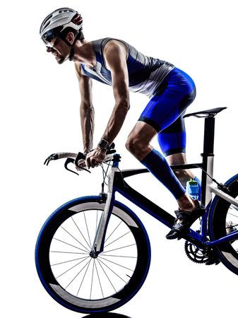 silueta ciclista: Iron Man triatlón hombre deportista motociclista ciclista en bicicleta ciclismo en silueta sobre fondo blanco