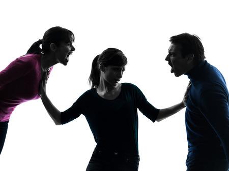Una familia padre madre hija disputa gritando en silueta studio aislado sobre fondo blanco.