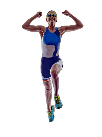 deportista: Mujer corredor de triatl�n ironman atleta corriendo en el fondo blanco