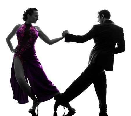 een koppel man vrouw stijldansers tangoing in silhouet studio geïsoleerd op witte achtergrond Stockfoto