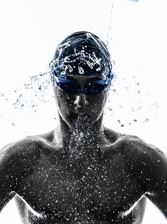 jeden mladý muž plavec plavání v silueta na bílém pozadí Reklamní fotografie