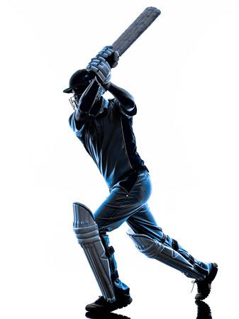 Jugador del grillo bateador en sombra de la silueta en el fondo blanco