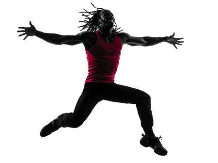 zumba: un hombre africano zumba fitness ejercicio bailando en silueta sobre fondo blanco
