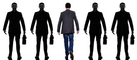 personas de espalda: hombre de negocios de personas de pie en una fila en la silueta con el fondo de sombra Foto de archivo