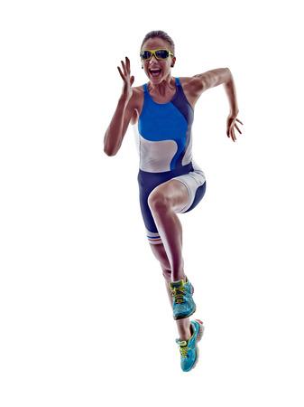 vrouw triatlon ironman atleet running op een witte achtergrond