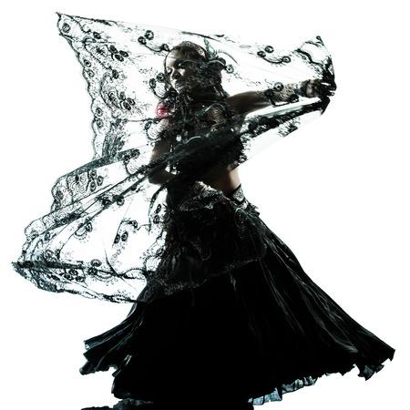 danseuse orientale: un ventre arabe danseuse silhouette studio de danse isolé sur fond blanc Banque d'images