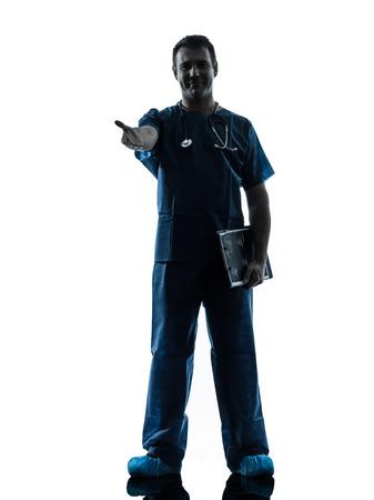 manos estrechadas: trabajador m�dico un hombre m�dico cirujano coloca integral gesticular apret�n de manos silueta aislados sobre fondo blanco Foto de archivo