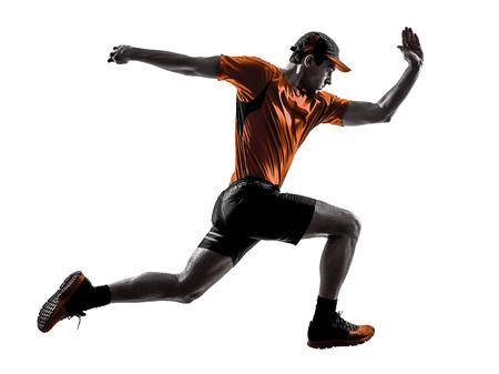 白い背景で隔離のシルエットでジャンプをジョギングを実行している 1 つの若い男ランナー ジョガー