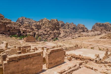 Roman temple: templo romano en nabatea de Petra Jordania Oriente Medio