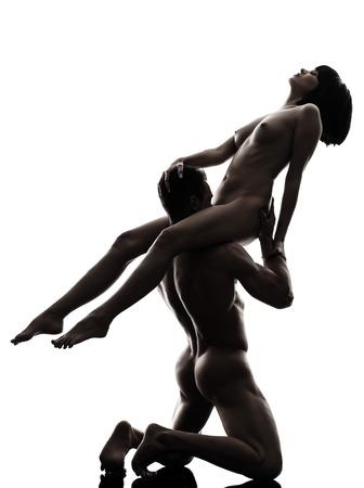 sexo pareja joven: una pareja hombre mujer Cunilingus kamasutra actividad amor postura sexual en estudio de la silueta sobre fondo blanco