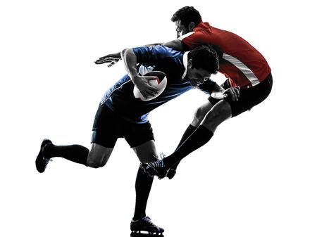 silueta: un cauc�sico hombres de rugby jugadores en el estudio de silueta aislados sobre fondo blanco