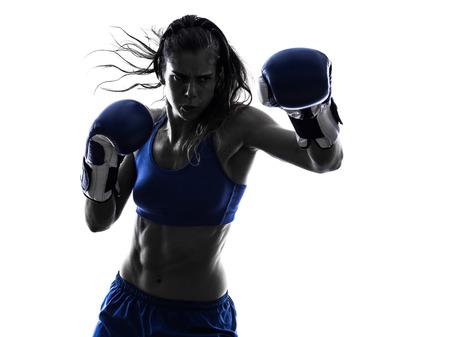 één vrouw boxer boxing kickboksen in silhouet op een witte achtergrond