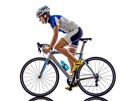 ciclismo: Mujer triatlón ironman ciclismo ciclista atleta en el fondo blanco Foto de archivo
