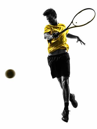 één man tennisser in silhouet op een witte achtergrond