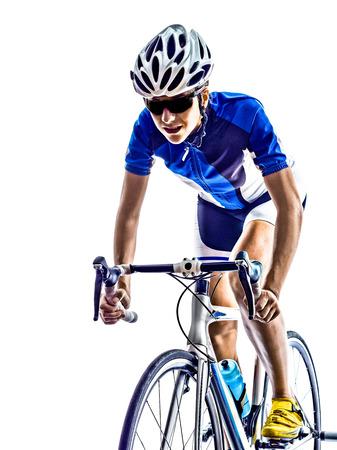 andando en bicicleta: Mujer triatlón ironman ciclismo ciclista atleta en el fondo blanco Foto de archivo